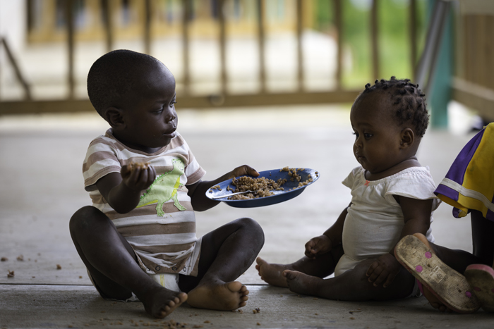 babies-eating-haiti